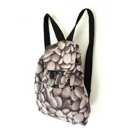 Plecak z upcyklingu, wzór - kamienie, z podszewką z czarnej zasłony